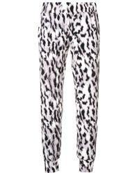 Pantalon de jogging à imprimé léopard Norma Kamali en coloris Gray