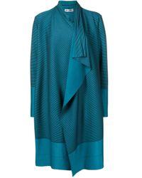 Manteau rayé à effet drapé Issey Miyake en coloris Blue