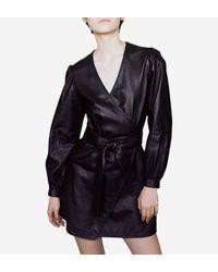 Robe portefeuille Rosetola courte en cuir Maje en coloris Black