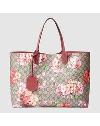 402eba610546 Gucci Reversible Gg Blooms Leather Tote in Pink - Lyst
