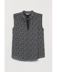 H&M Black Bluse mit plissiertem Kragen