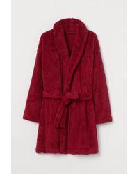 H&M Red Bademantel aus Lammfellimitat