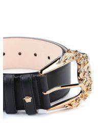 Cintura con fibbia barocca di Versace in Black