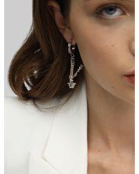 Pendientes De V Con Dijes Versace de color Metallic