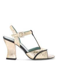 Paola D'arcano Amalia Platinum Craqueled Leather Heeled Sandal in het Gray