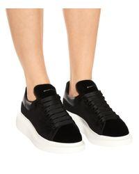 Zapatillas de terciopelo Alexander McQueen de color Black