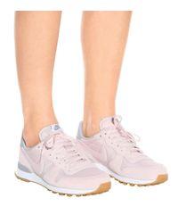 Nike Pink Sneakers Internationalist aus Veloursleder