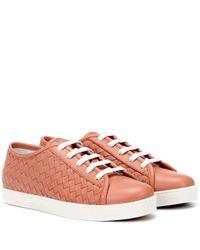 Baskets en cuir intrecciato Bottega Veneta en coloris Pink