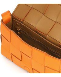 Borsa a tracolla Cassette Small in pelle di Bottega Veneta in Orange