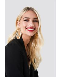NA-KD - Metallic Oversize Curved Leave Earring Gold - Lyst