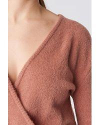 V-Neck Overlap Knitted Sweater NA-KD en coloris Pink