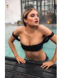 Frill Shoulder Bandeau Bikini Top NA-KD en coloris Black