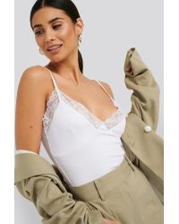 NA-KD Jersey Lace Singlet in het White