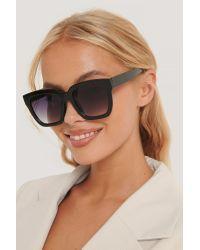 NA-KD Squared Oversized Sunglasses in het Black
