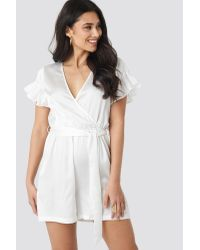 NA-KD Frill Sleeve Printed Playsuit in het White