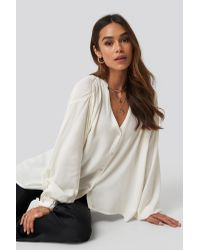 NA-KD White Queen of Jetlags x Deep Neck Blouse