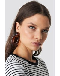 Transparent Resin Earrings NA-KD en coloris Brown