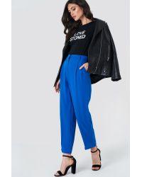 Loose Fit Suit Pants NA-KD en coloris Blue
