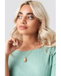 NA-KD Big Cowrie Shell Necklace in het Metallic