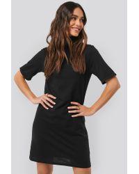 NA-KD Polo Neck T-shirt Dress in het Black
