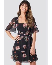Trendyol Cleo Flower Mini Dress in het Black