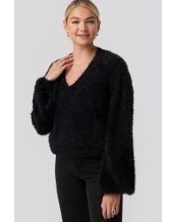 NA-KD Hairy Deep V-neck Sweater in het Black