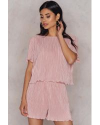 NA-KD Pleated Top & Shorts Set in het Pink