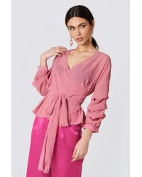 NA-KD Tied Waist Gathered Sleeve Blouse in het Pink