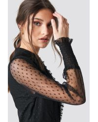 NA-KD Shirred Cuff Dot Dress in het Black