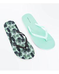 New Look 2 Pack Green Leaf Print Flip Flops