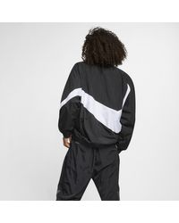 "Giacca a vento in tessuto woven Sportswear""Swoosh"" di Nike in Black"