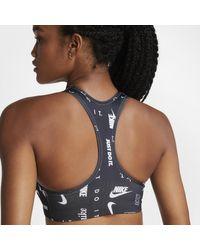 Bra a sostegno medio con stampa Swoosh di Nike in Black