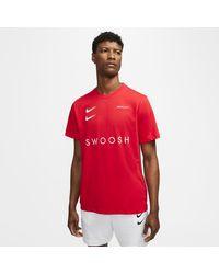 Nike Sportswear Swoosh -T-Shirt in Red für Herren