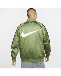 Giacca bomber in woven Sportswear Swoosh di Nike in Green da Uomo