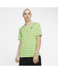 Nike Court Dri-FIT Tennis-Oberteil mit Grafik für in Green für Herren