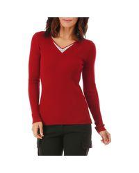 Pull rouge foncé avec col V à strass Pull La Modeuse en coloris Red