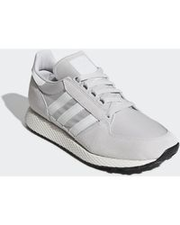 Chaussure Forest Grove Chaussures Adidas pour homme en coloris Gray