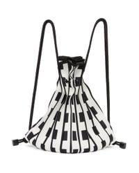 Issey Miyake ホワイト And ブラック Linear Knit バックパック White
