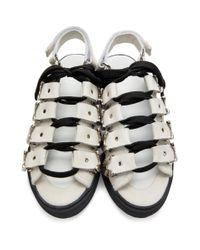Sandales en suede a ferrures blanches Toga en coloris White