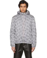 メンズ Givenchy グレー Refracted オールオーバー ロゴ サーモキルティング ウインドブレーカー ジャケット Metallic