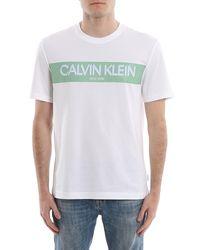 T-Shirt Con Stampa Banda Logo Lettering di Calvin Klein in White da Uomo