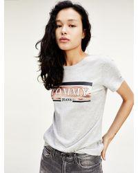 Tommy Hilfiger T-shirt Van Biologisch Katoen Met Metallic Logo in het Gray