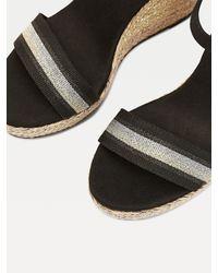 Sandales emblématiques à haut talon compensé Tommy Hilfiger en coloris Black