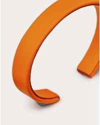 メンズ Valentino Garavani ロックスタッズ レザー ブレスレット ルテニウムスタッズ Orange