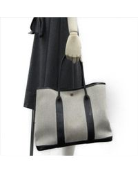 Borsa a mano in tela grigio Garden Party di Hermès in Gray