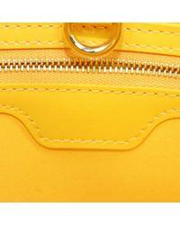 Bolsa de mano en charol amarillo Wilshire Louis Vuitton de color Yellow