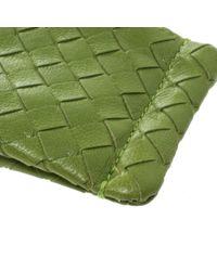 Pochette in pelle verde di Bottega Veneta in Green