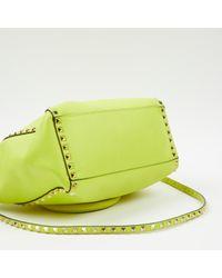 Sac à main Rockstud en Cuir Jaune Valentino en coloris Green