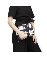 Chanel Black Leinen Clutches