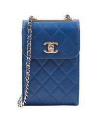 Bolsa clutch en cuero azul Chanel de color Blue